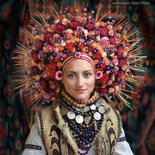 ウクライナ女性の伝統衣装08
