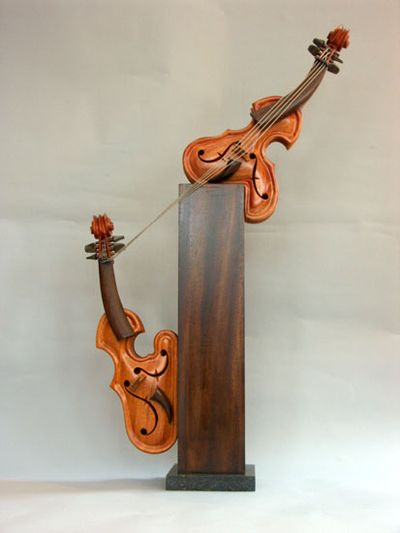 変わった形のバイオリン15