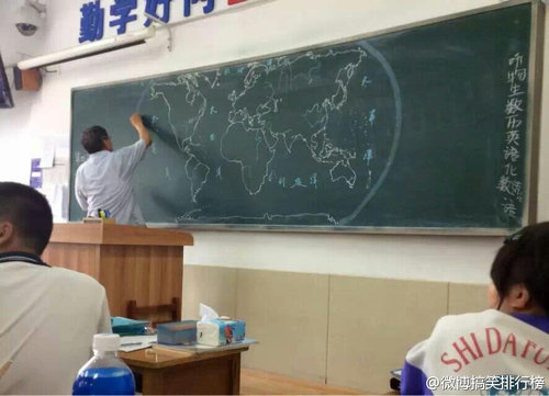 黒板に世界地図08