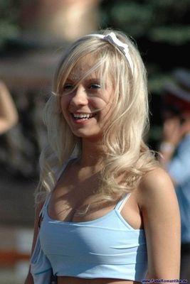 噴水でずぶ濡れロシアの美少女15
