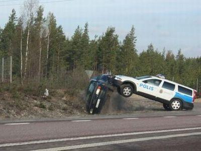 スウェーデン警察の荒っぽいカーチェイス02