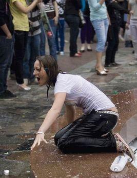 噴水でずぶ濡れロシアの美少女12