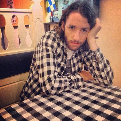レストランのテーブルと自分の服01
