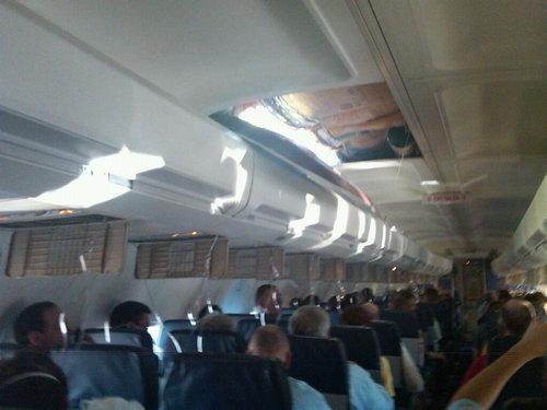 飛行機でトラブル01