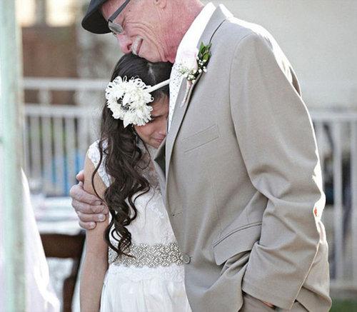 末期がんの父親に花嫁姿を見せる11歳07