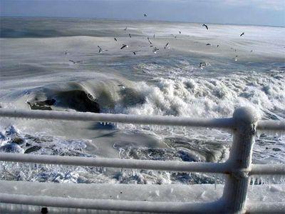 え、波って凍るんだ…02