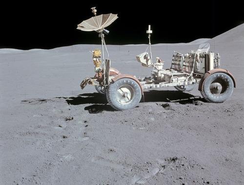 月面の遺留品08