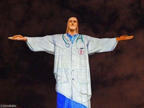 ブラジルのキリスト像が白衣姿に00