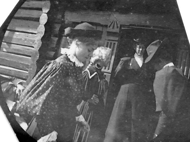 盗撮は1893年に存在していた…19歳のノルウェー青年が隠し撮りした当時 ...