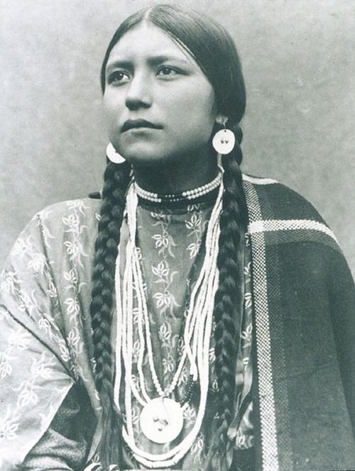 アメリカ先住民の女の子たち16