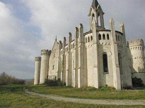 ヨーロッパのお城のような家 A05