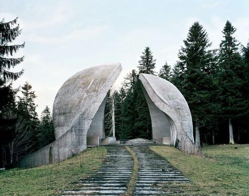 旧ユーゴスラビアのモニュメント06