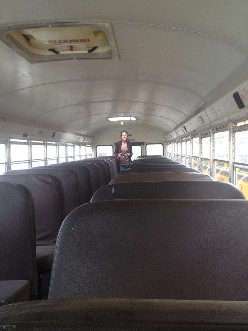 スクールバスをキャンピングカーに01