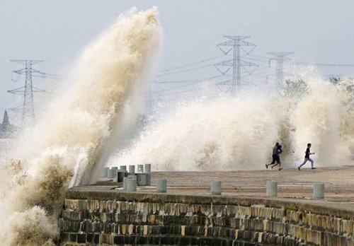 銭塘江の大波12