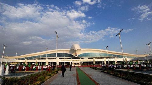 トルクメニスタンのファルコン空港01