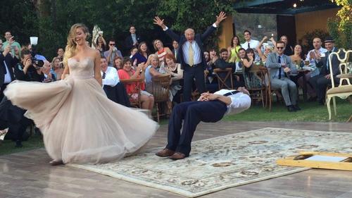 結婚式で花婿がマジシャンだった場合01