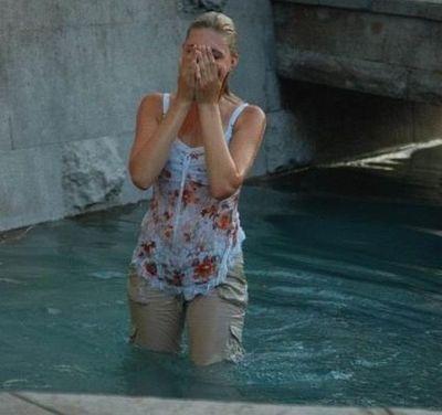 噴水でずぶ濡れロシアの美少女02