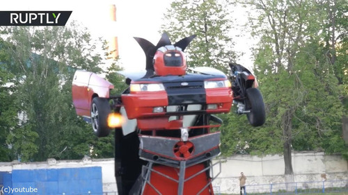 ロボットに変形する車「リアル・トランスフォーマー」04