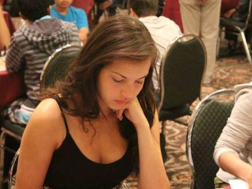 カナダの美人チェスチャンピオン01