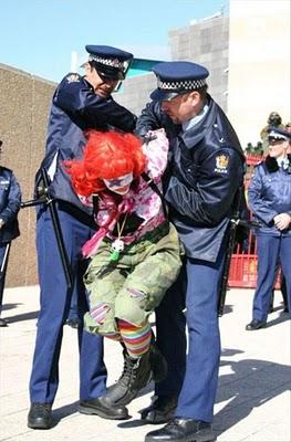 見たくない逮捕12
