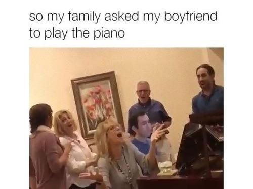 家族が私の彼にピアノ演奏を頼んだ00