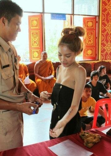 タイの徴兵検査とニューハーフ03