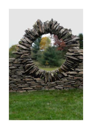 石や岩を見事なバランスで積み上げたアート09