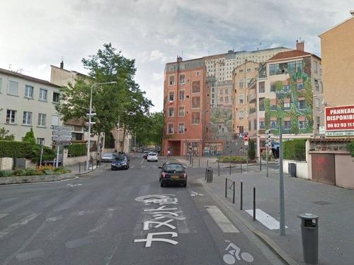 ゴミのポイ捨てが減ったフランスの建物01