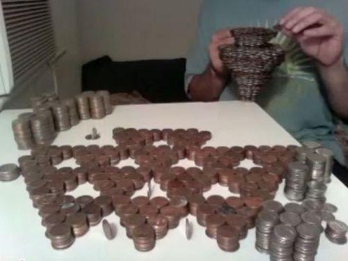 3000枚のコイン積み上げ