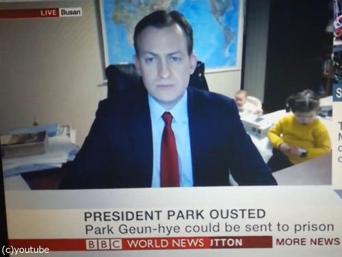 BBCワールドニュースの生放送中に子供が乱入05