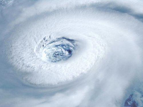 パイロットが台風で着陸やーめた00