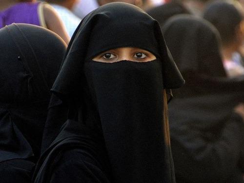 オランダでも公共で顔を隠すヴェール類の着用を禁止
