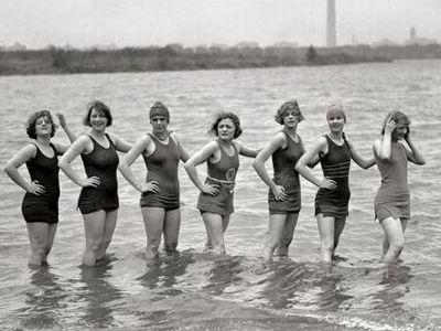 100年前の水着00