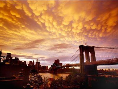 ニューヨークの空を埋め尽くした乳房雲00