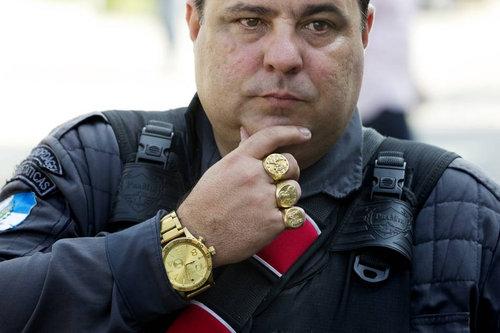 リオデジャネイロの警官01