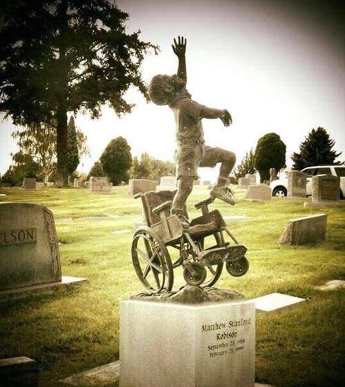麻痺の子どものお墓01