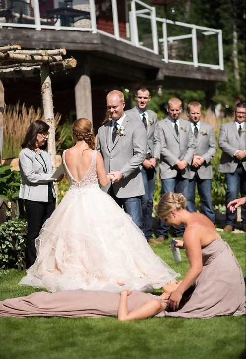親友の結婚式の真っ最中に気絶した01