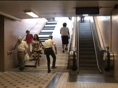 駅の階段がピアノの鍵盤に