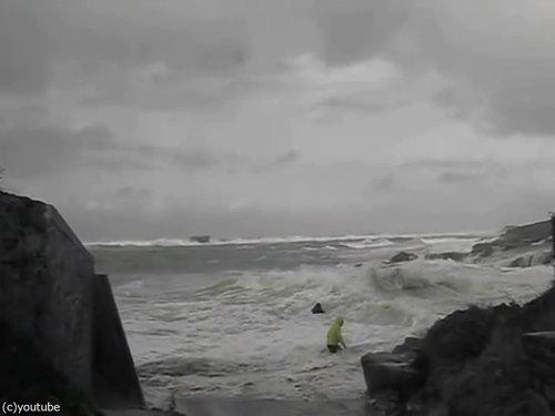 「嵐のときにビーチに近づいてはいけない理由」09