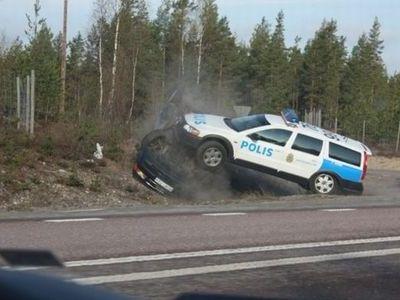 スウェーデン警察の荒っぽいカーチェイス03