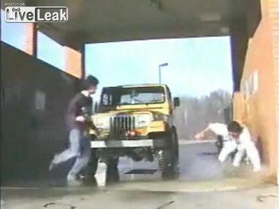 洗車ホースが暴れまわって恐ろしいことに