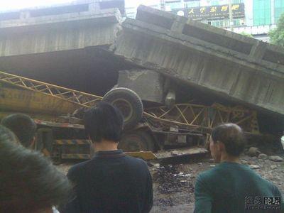中国・高架橋事故05