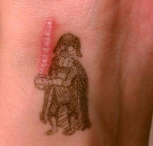 傷をカバーするタトゥー04