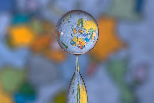 水滴の中に地球03