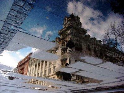 水たまりから見た建物01