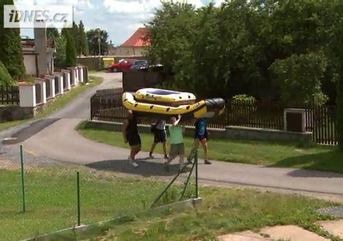 チェコの大統領が豪華船に乗っているところ02