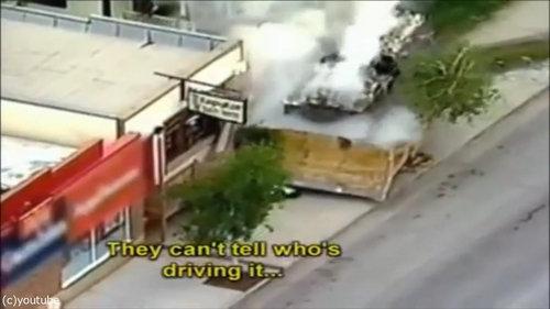 ブルドーザーで街中を破壊01