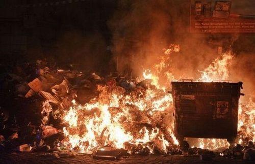 ゴミの街ナポリ10