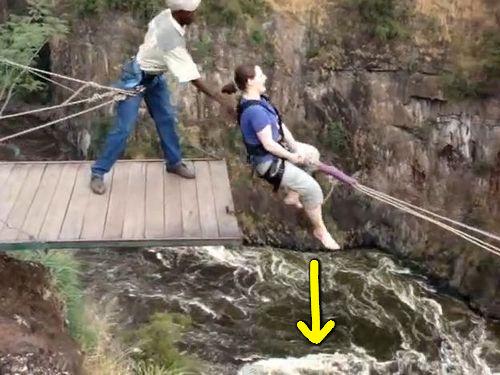 ビクトリアの滝の「渓谷スイング」00