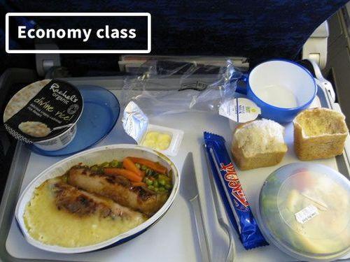 ファーストクラスとエコノミークラスの機内食00